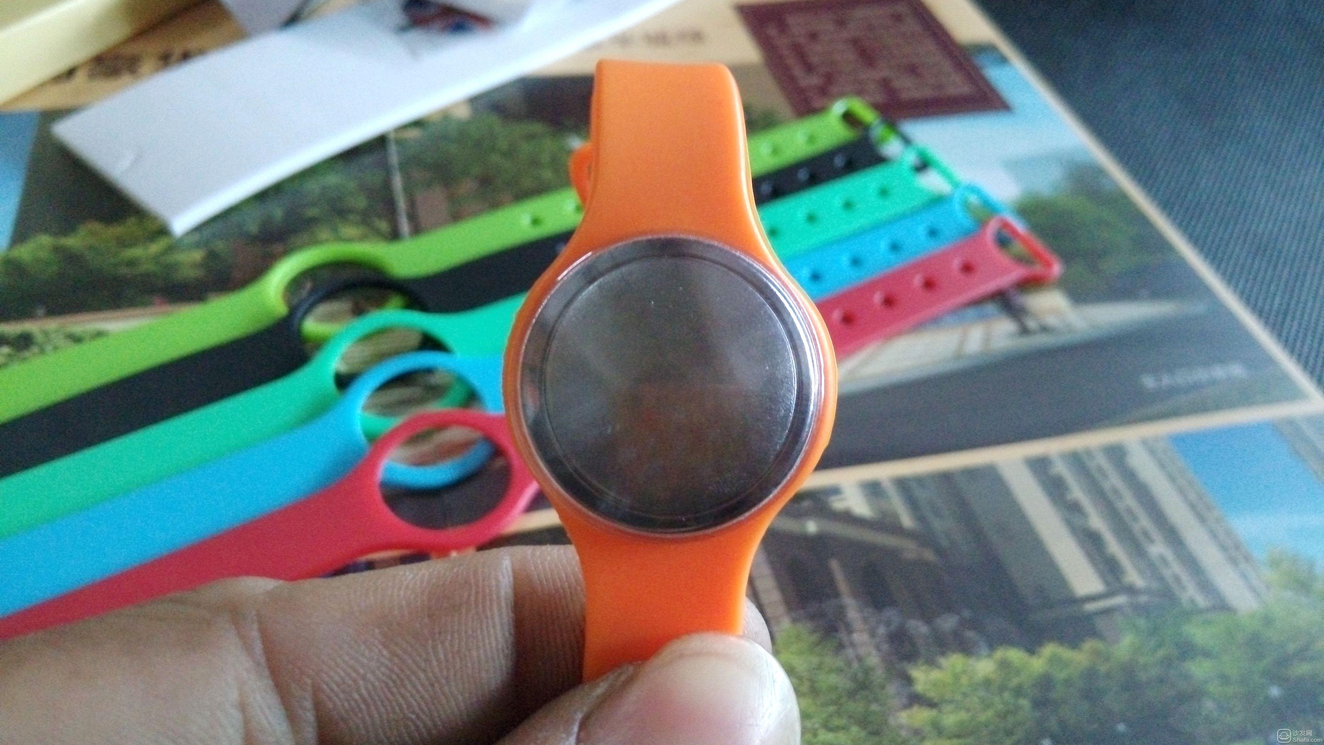 敏狐智能手环 采用纽扣电池的一款智能手环