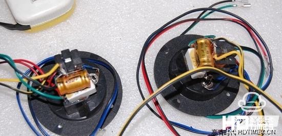 音箱分屏器是一种组合式滤波器,可以将不同频段的声音信号区分开来
