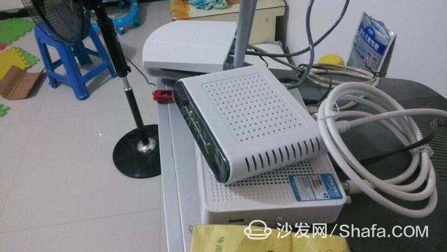 无线路由器放在电视机机顶盒上面有极大的害处!